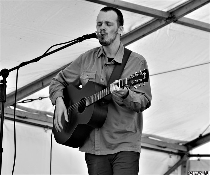 Chris Fox @BeardyFolk2020