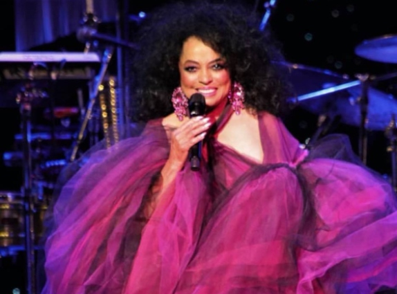 Diana Ross to play legends slot at Glastonbury 2020