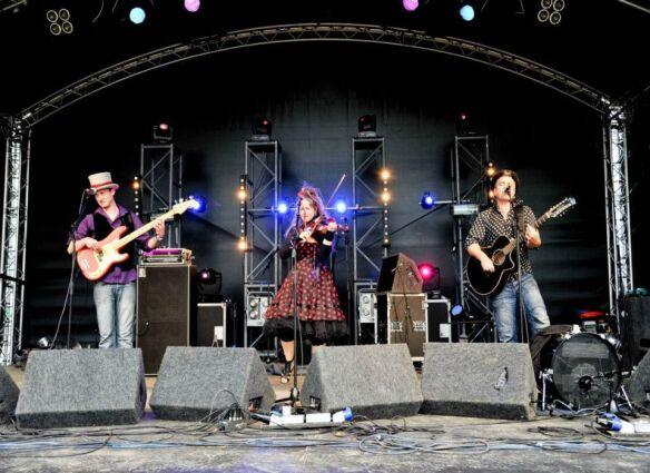 3 Daft Monkeys at Willowman Festival 2012