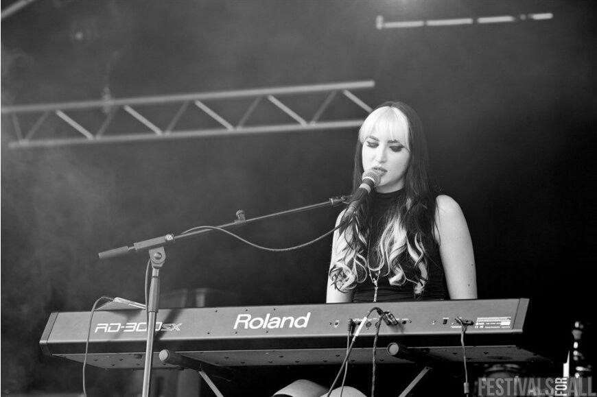 Chloe Black at Brownstock 2015