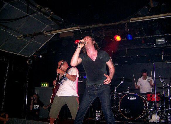 Jools, Toby and Gordon (GUN) - Edinburgh - 30.05.05