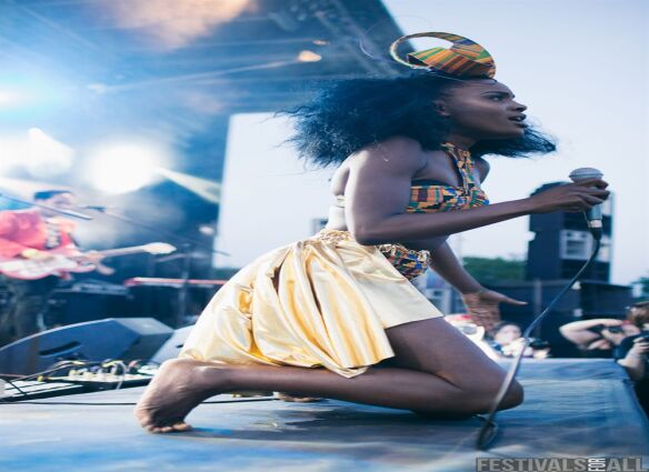 Noisettes at Leefest 2013